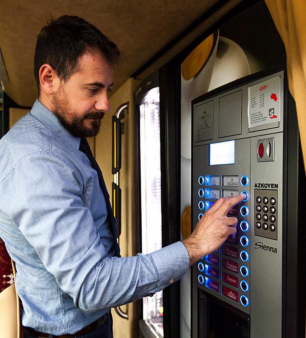 conductor-autobus-maquina-cafe-vip-car